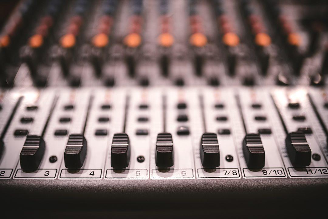 sound-studio-recording-equipment-music-mixer-PS9SQY5
